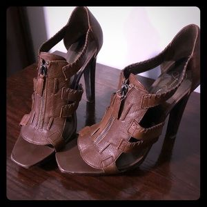 Jessica Simpson Striker heel